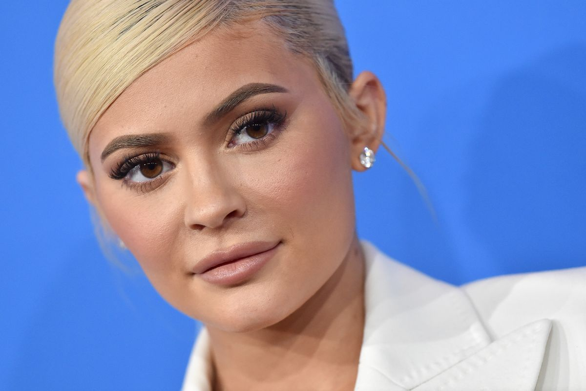 Kylie Jenner's Finger Sparks More Photoshop Fail Accusations