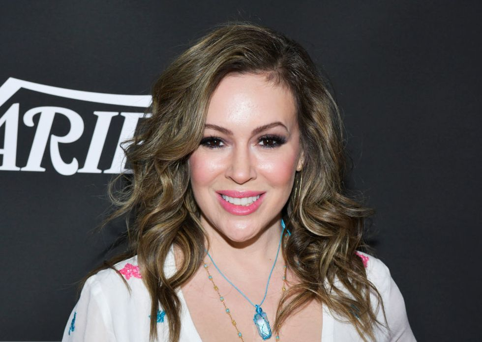 The internet hilariously ridiculed Alyssa Milano for her useless crocheted face mask