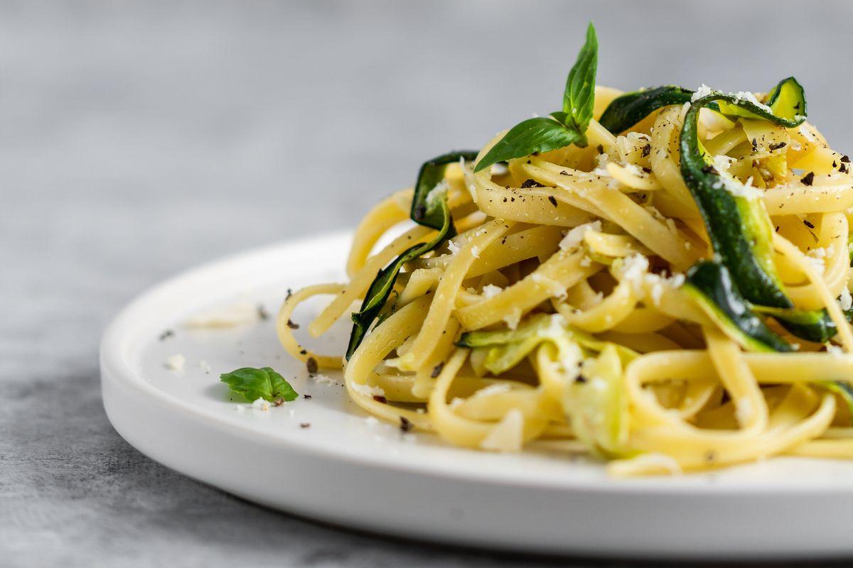 Cuciniamo insieme: linguine zucchine e bottarga