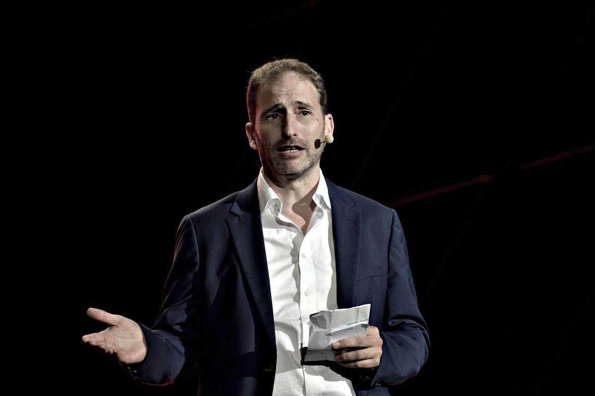 «Che fa il lobbista di Huawei a Chigi?» Casaleggio da Giuseppi irrita gli Usa