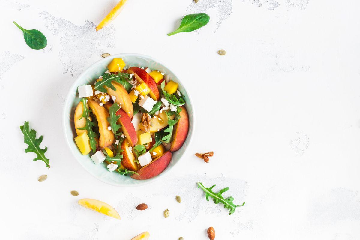 Cuciniamo insieme: terrina di Primosale con insalata di pesche