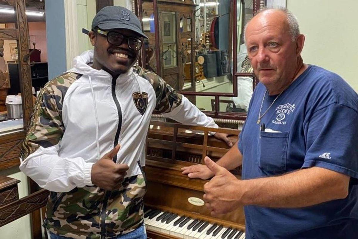 Antique store owner stunned by mystery piano player found him and gave him the instrument