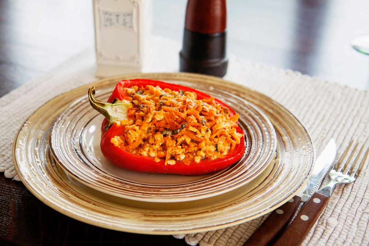 Cuciniamo insieme: peperoni imbottiti di spaghetti all'acciugata