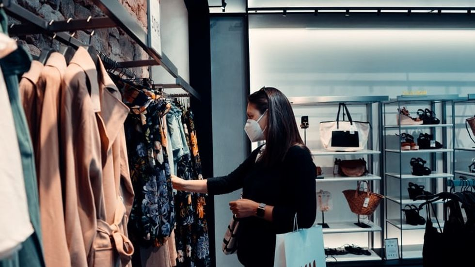 4 Things Every Shopper Should Being Doing, From A Current Retail Worker During COVID-19