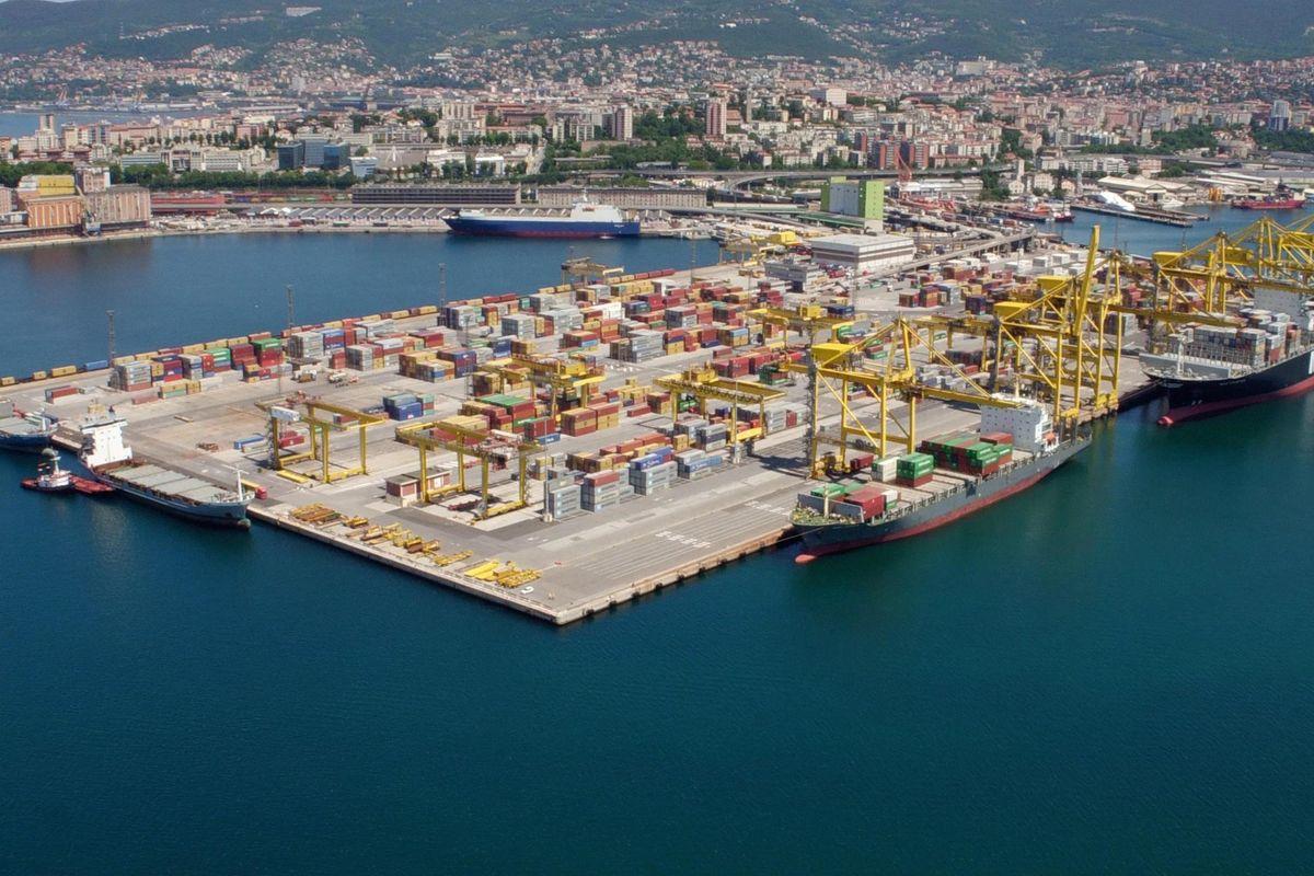 Sotto inchiesta o commissariati. Il fallimento della riforma Delrio sui porti italiani