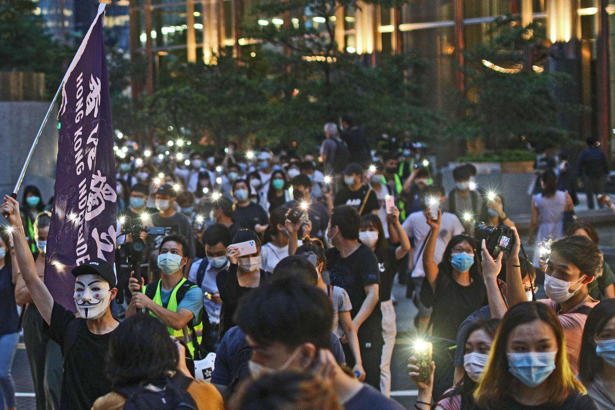 Effetti della cura cinese su Hong Kong. L'alta finanza è pronta a fare i bagagli