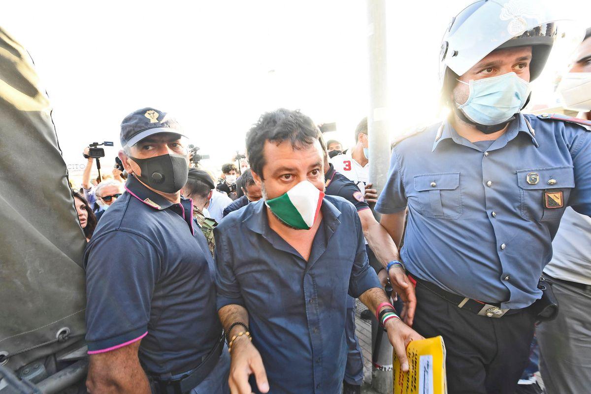 Danno la colpa a Salvini anche dei fasci rossi