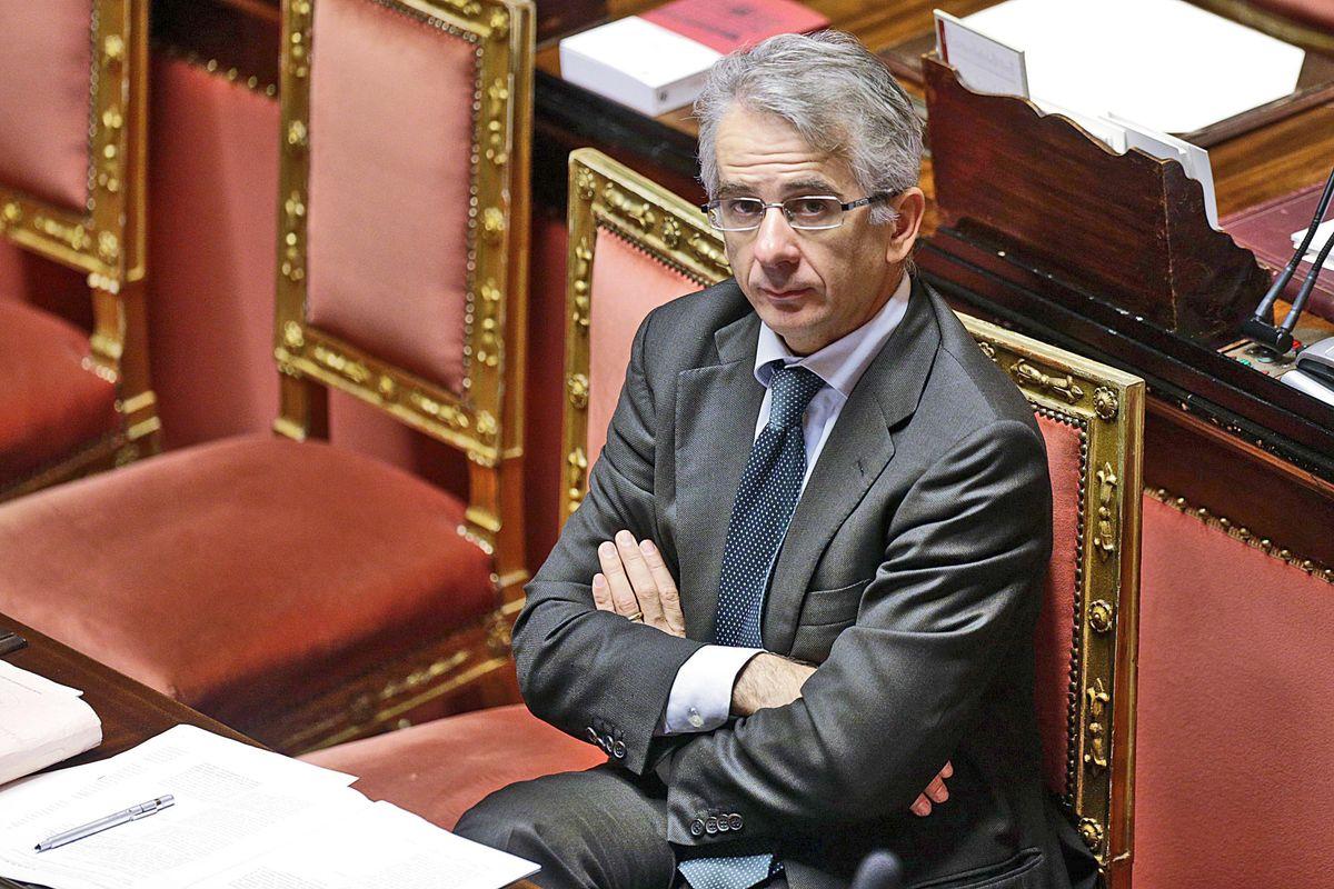 L'onorevole renziano Ferri rivela: «Fui io a portare Franco dal Cav»