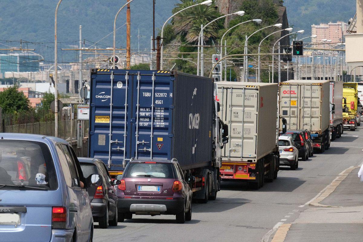 Autostrade in tilt e fregole green fermano i porti peggio del Covid