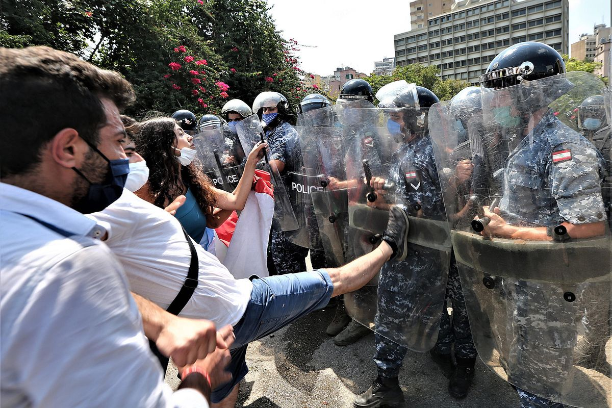 Beirut in piazza contro il governo che evoca ancora l'attacco esterno