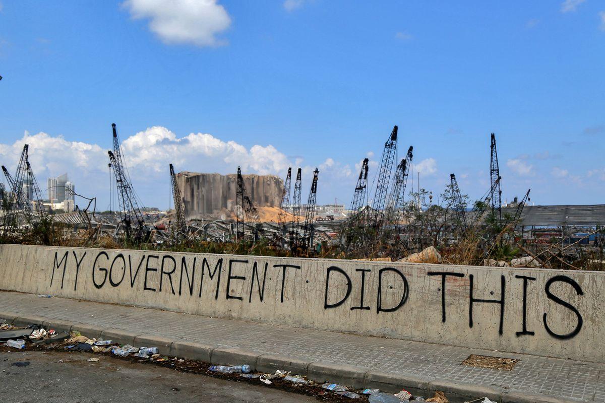 Saltato il governo, nel vuoto politico Hezbollah sguazza. Gli Usa alla finestra