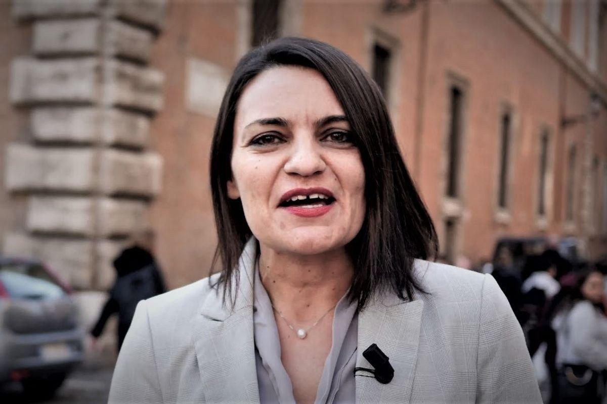 La senatrice «esperta» di Alitalia che guida senza assicurazione