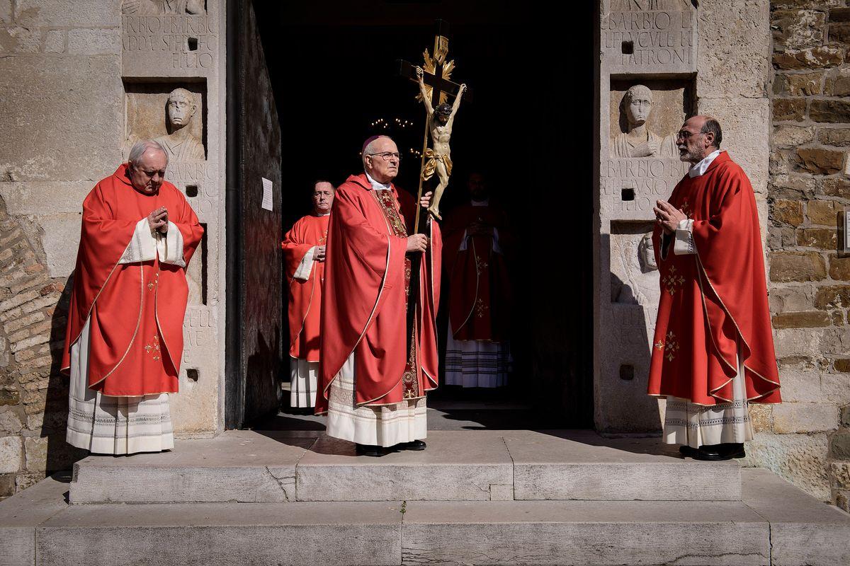 C'è anche una Chiesa che alza la voce sul blitz di Speranza e la legge di Macron