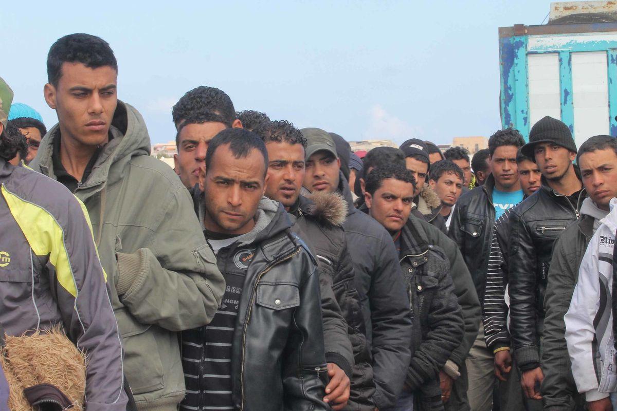 «Che caos sul numero dei contagiati. Necessari i tamponi per i migranti»