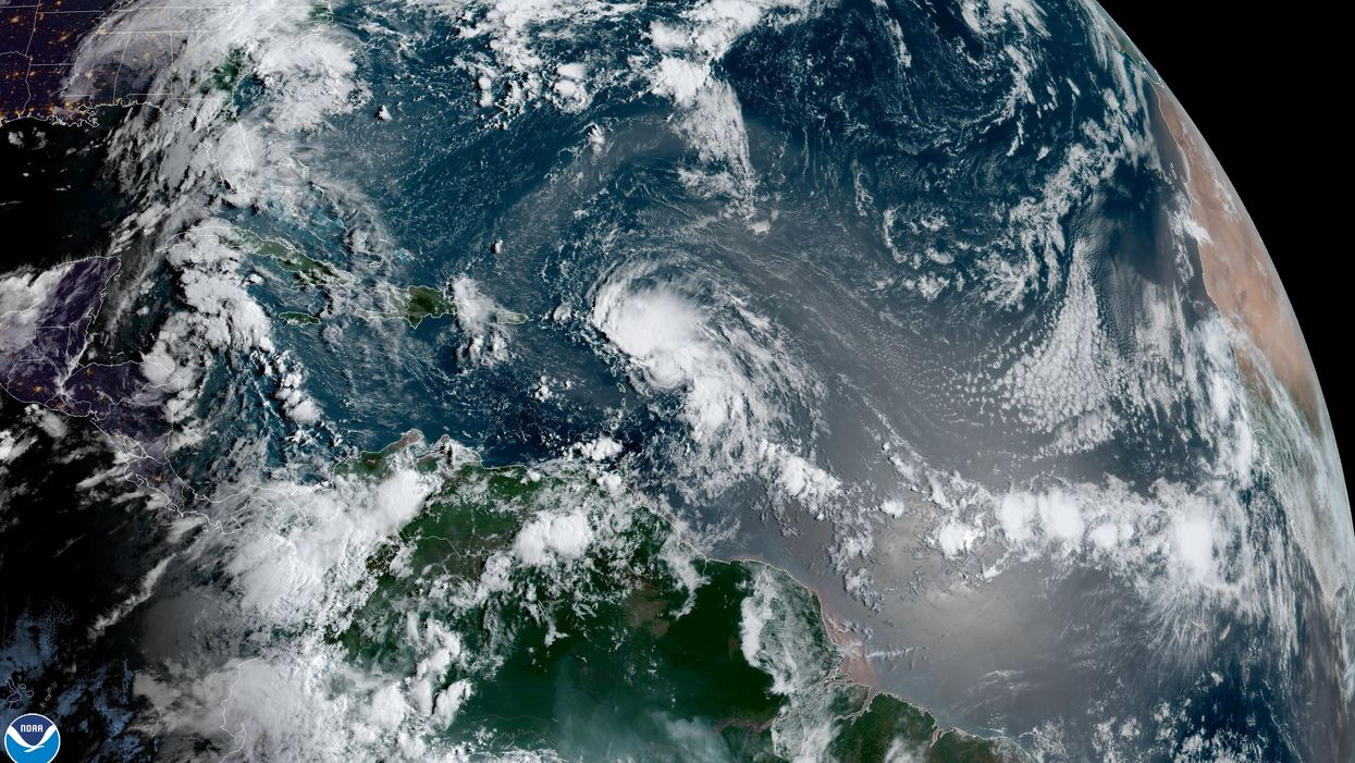 2 Hurricanes Could Strike U.S. on the Same Day for the First Time in History