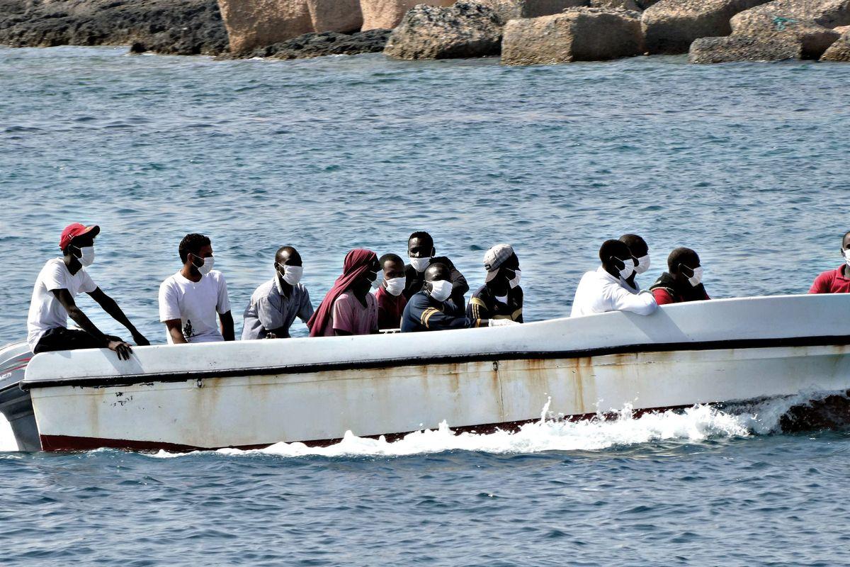 Migranti, i sindaci di Pd e M5s si ribellano contro  il governo