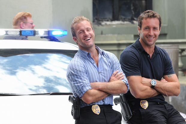 Scott Caan as Danny and Alex O'Loughlin as Steve sitting on a cop car.