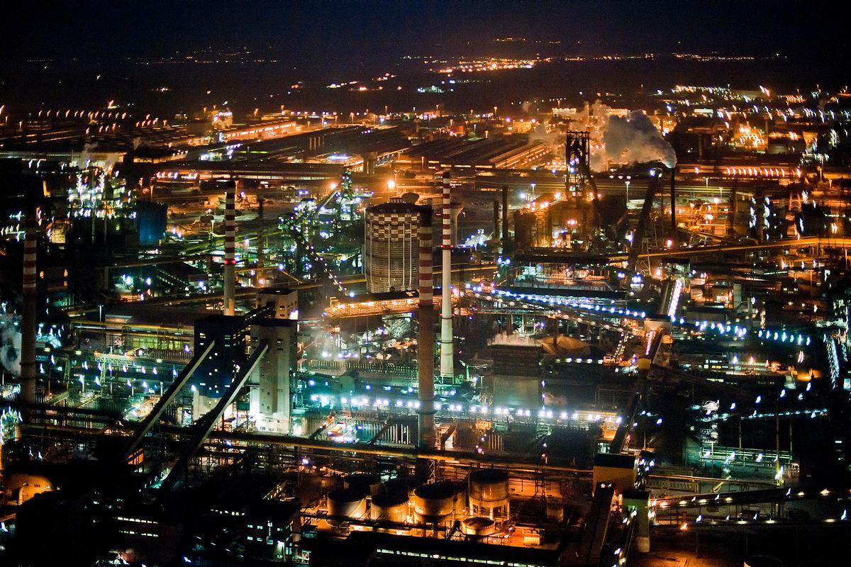 Esposto dei sindacati contro Arcelormittal. «Straordinari nonostante la Cig»
