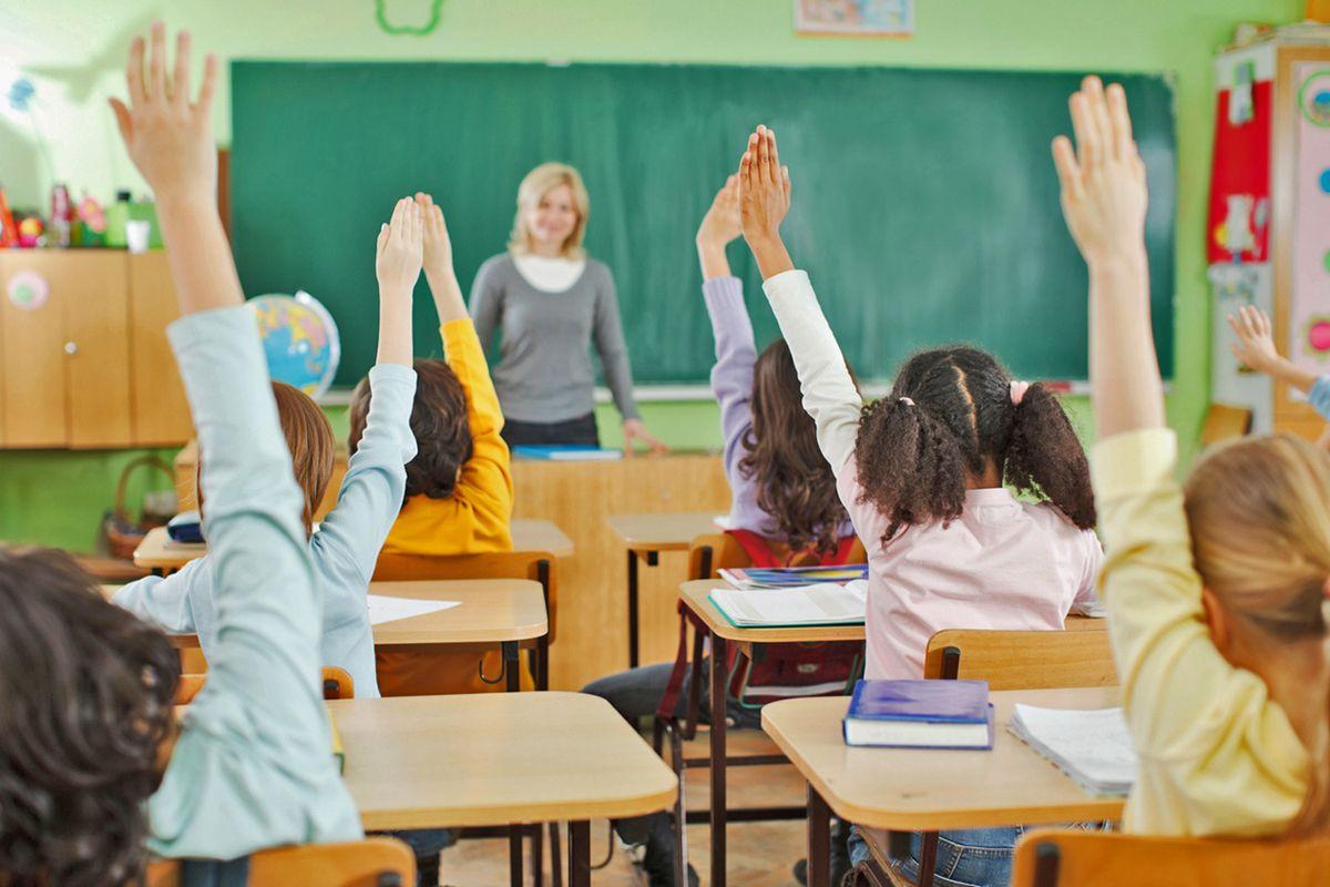 «Crisanti renderà ostaggi docenti, bambini e genitori. Mattarella difenda i nostri figli. Governo a casa»