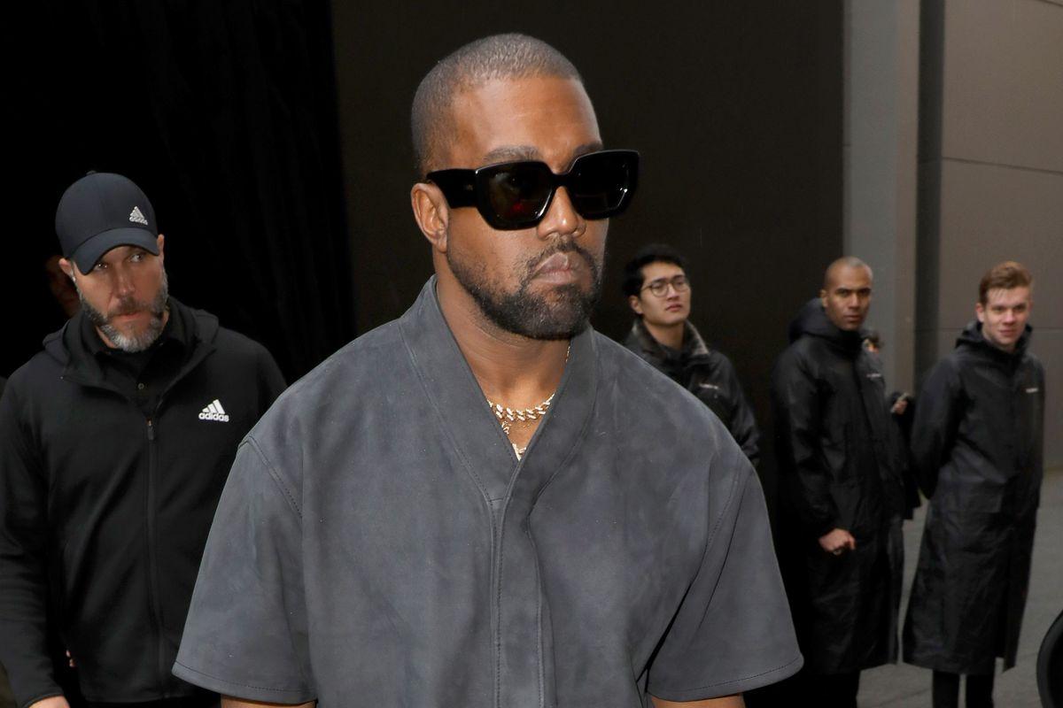Kanye West Apologizes to Kim Kardashian