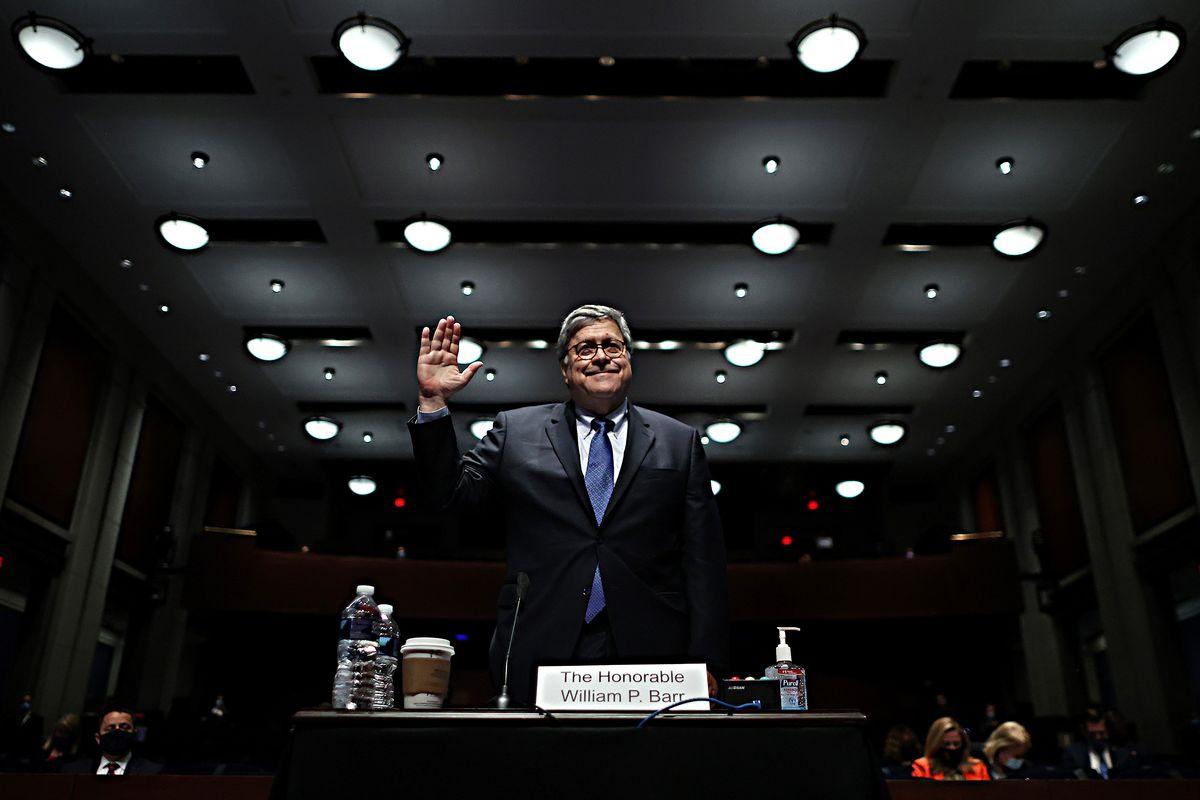 Russia e polizia: Barr tiene il punto