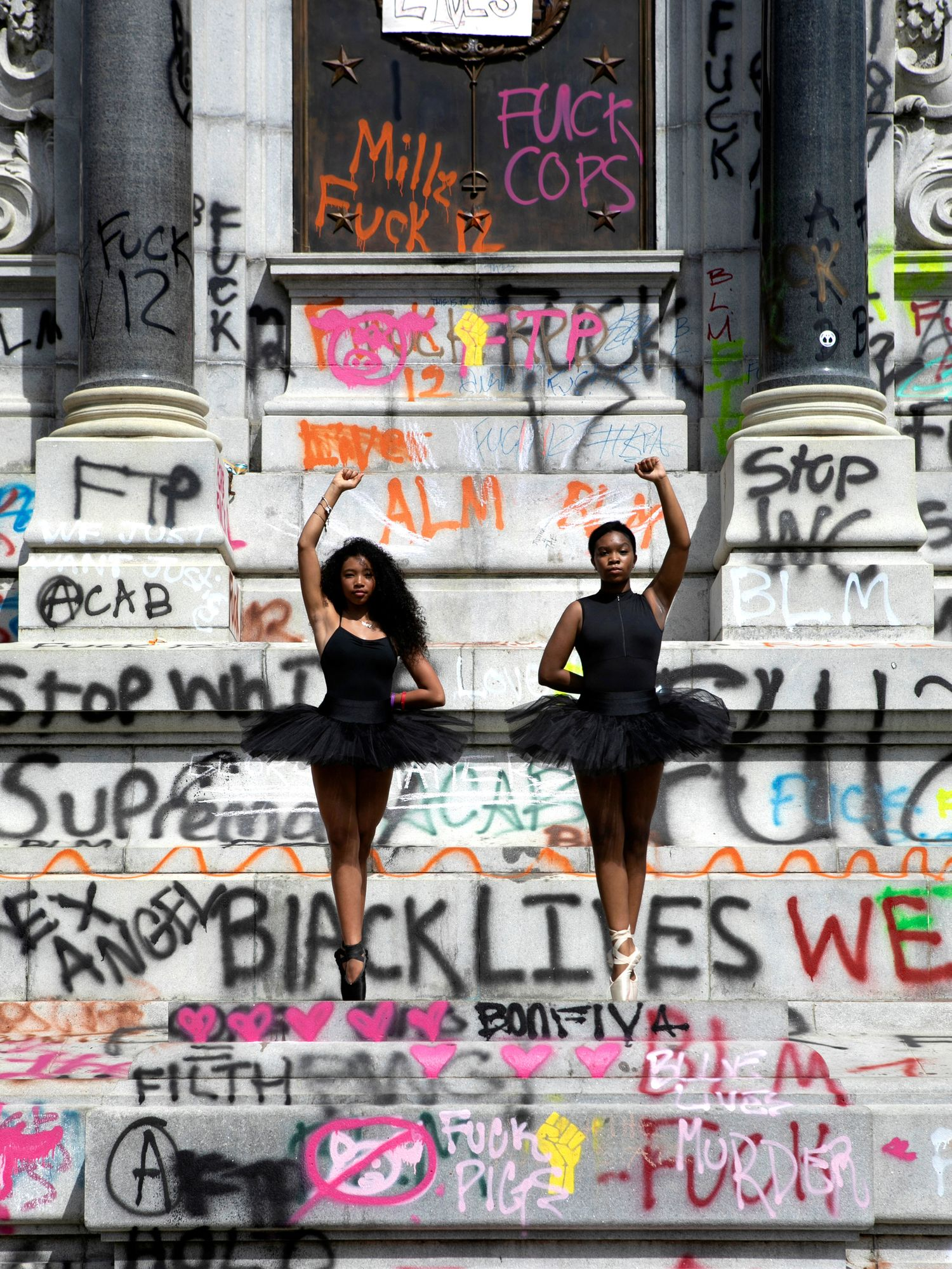 Meet Ava Holloway And Kennedy George The Teens Whose Photo Dancing On A Confederate Statue Went Viral Dance Magazine
