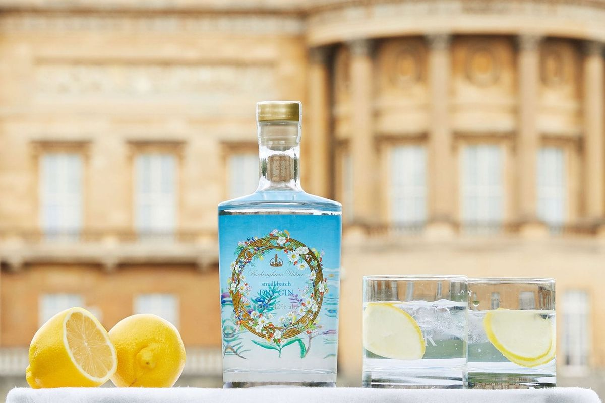 Quest'estate tutti pazzi per il gin, la bevanda che piace a regine e scrittori