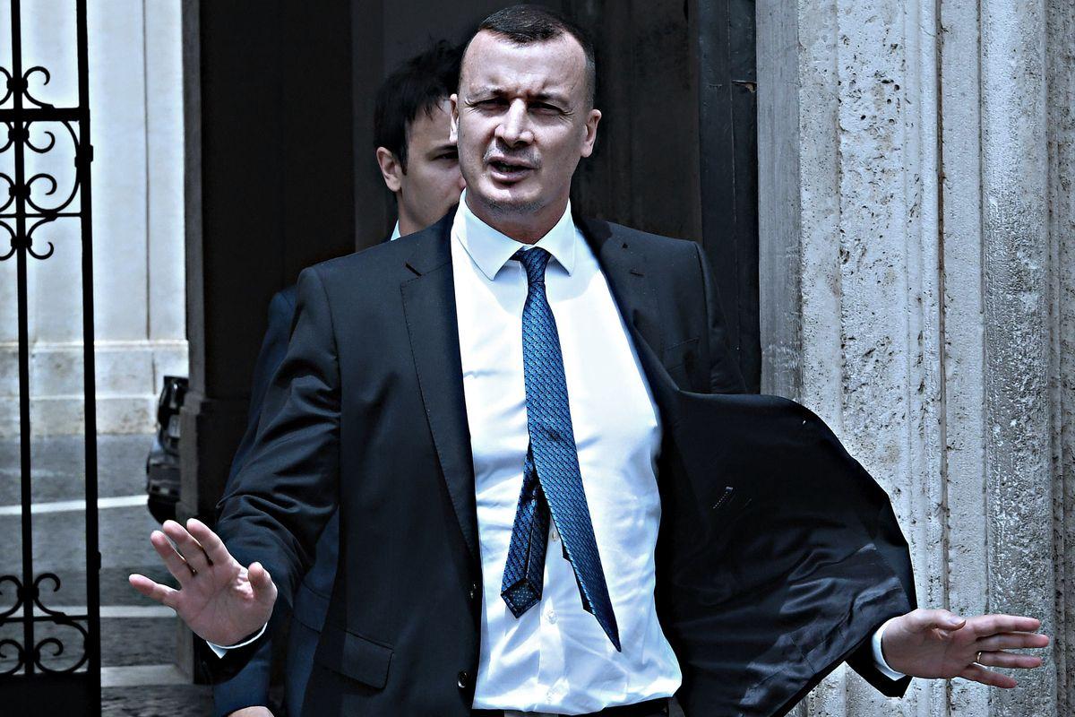 Il compagno di Casalino già si sente in pericolo: «La Procura indagherà»