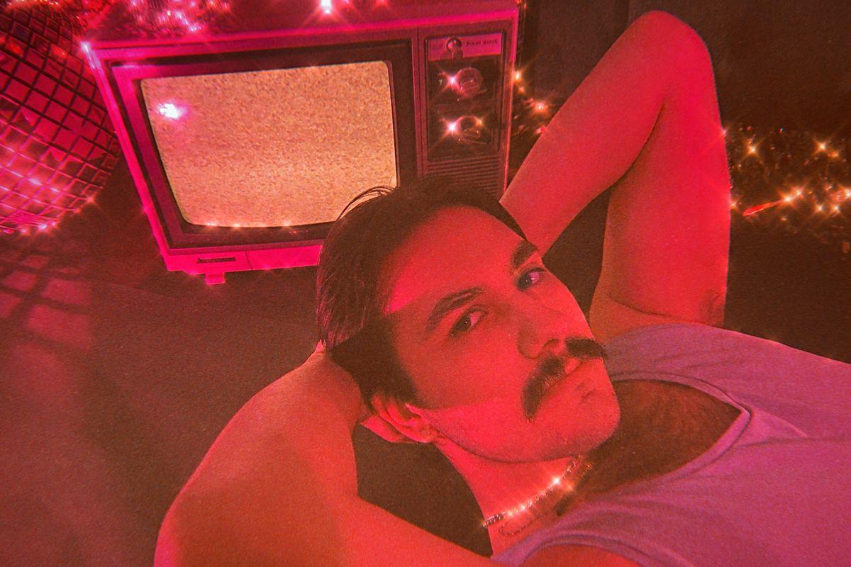 Michael Medrano Premieres Disco Bop, 'Hands On U'