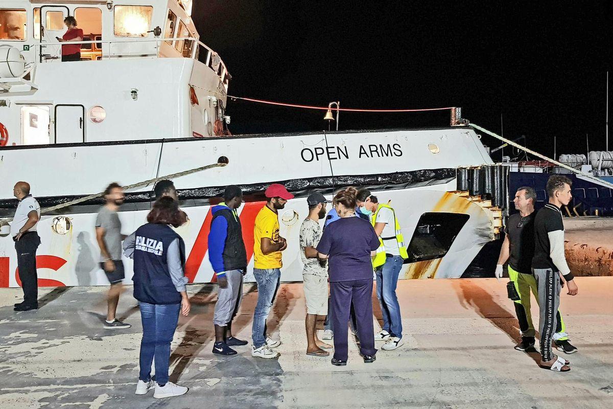 Salvini a processo: ora rischia 15 anni per aver fermato una nave delle Ong