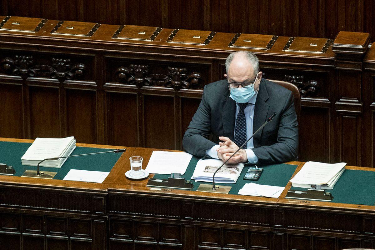 Gualtieri e i giornali amici del pateracchio giubilano per il Pil che crolla del 12,4%