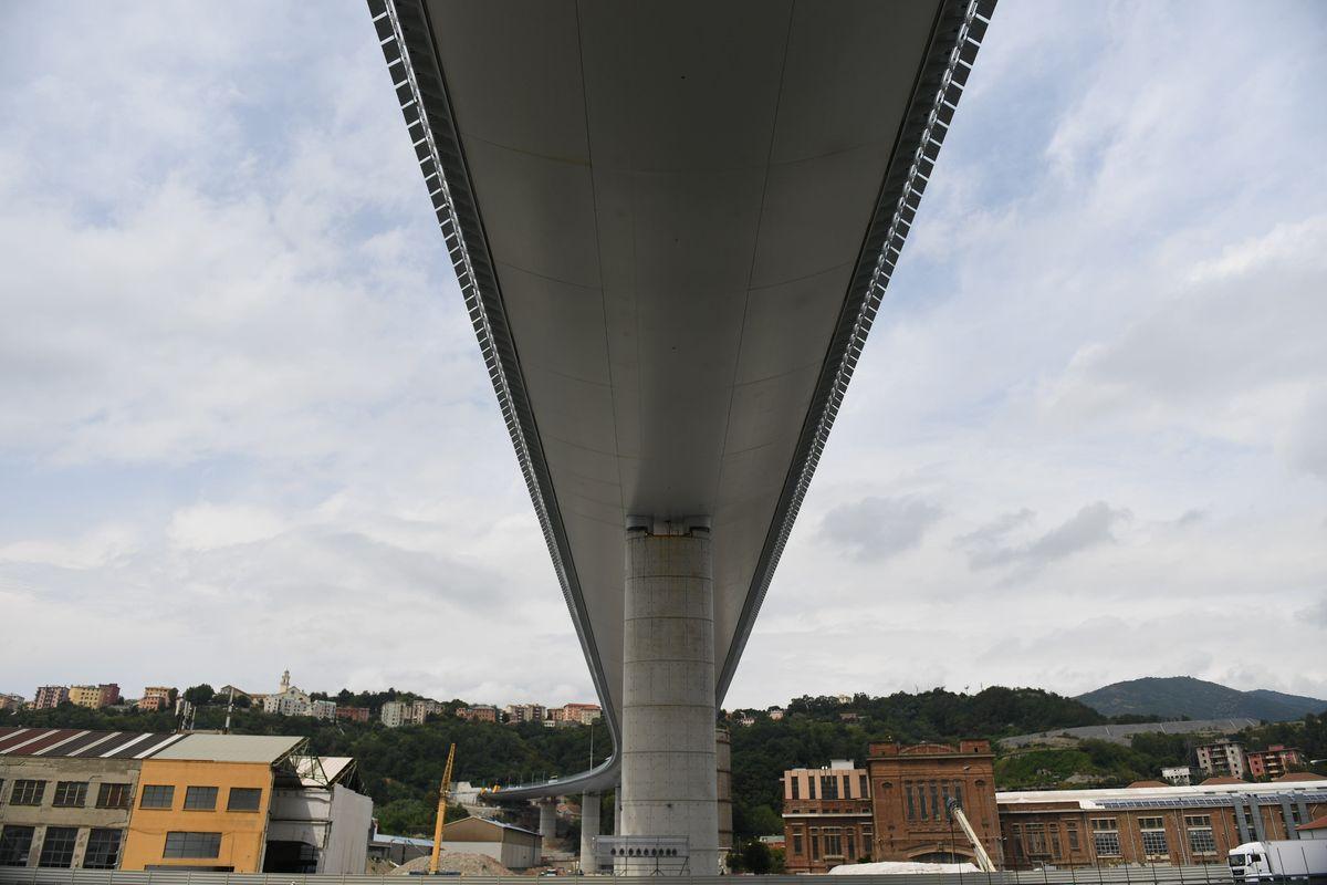 Il nuovo ponte di Genova rovinato da autostrade in tilt e dai Benetton