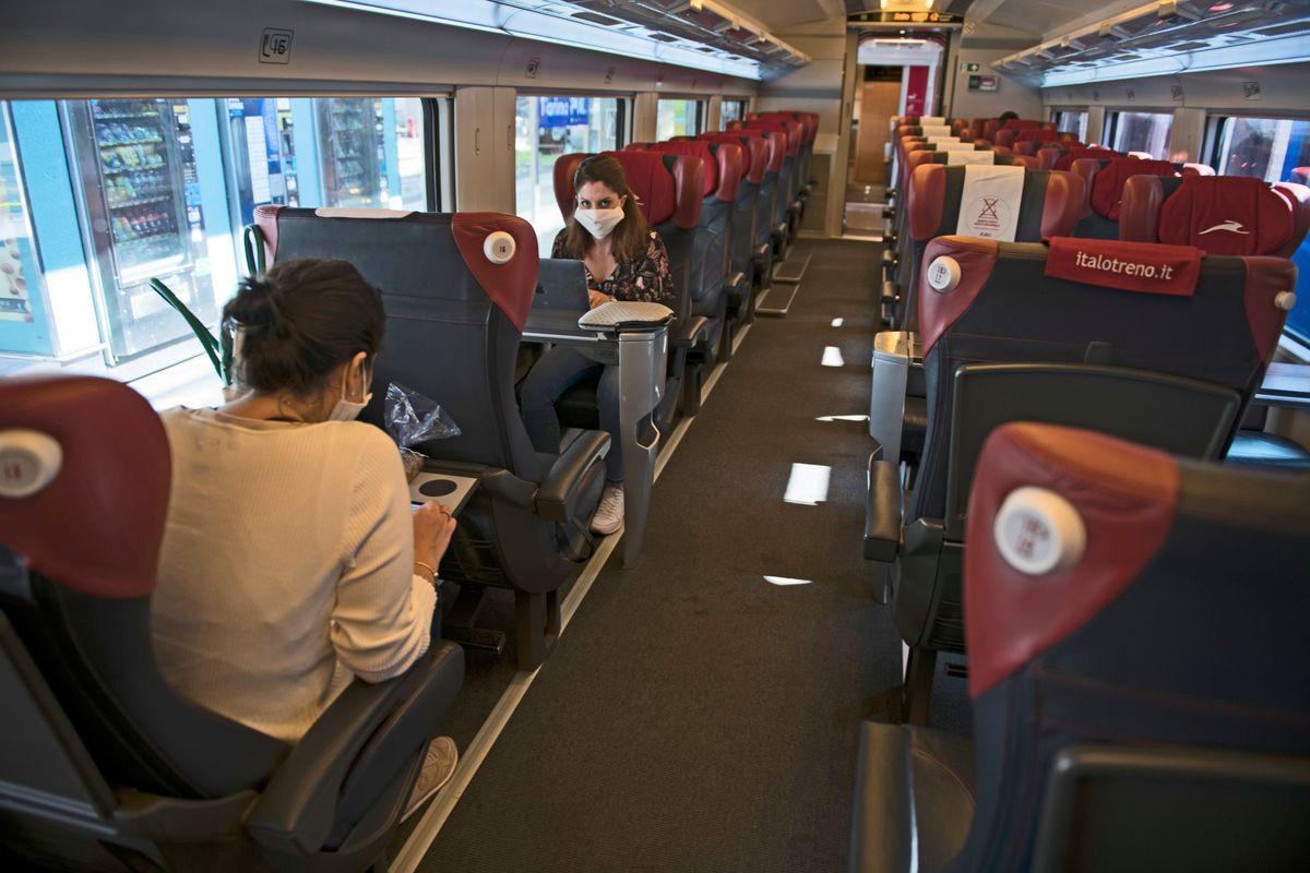 Il treno senza Speranza non si ferma. «Nei vagoni resti il distanziamento»