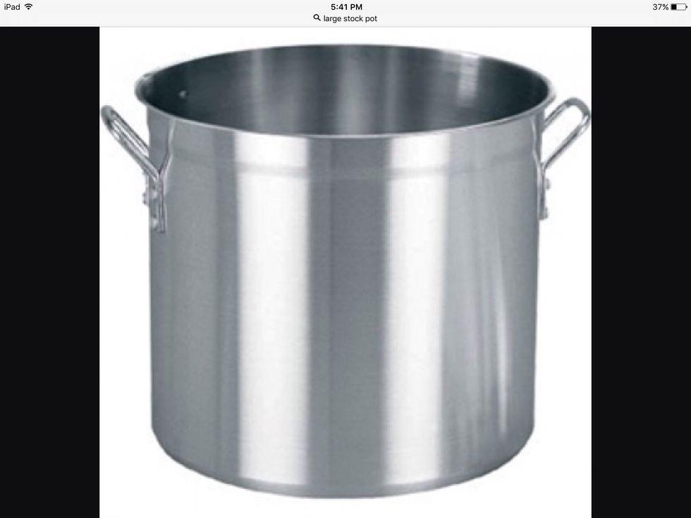 Une grande marmite est principalement utilisée pour faire de la soupe. Je peux l'utiliser pour faire de la soupe.