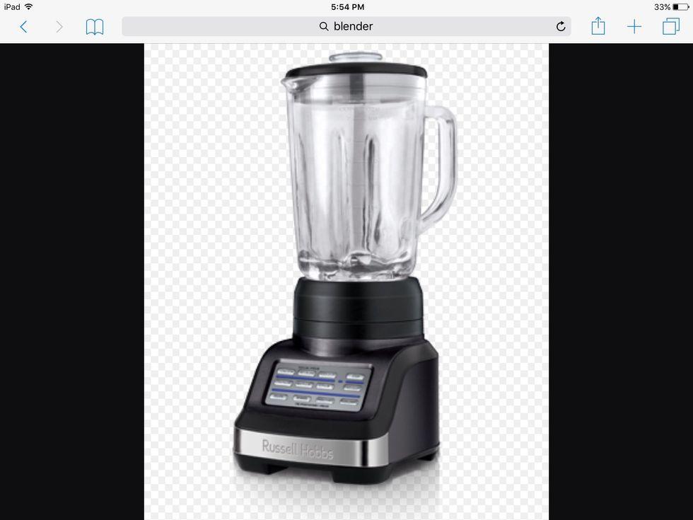 Un mélangeur est utilisé pour mélanger les ingrédients pour faire des boissons. Je peux l'utiliser pour faire des smoothies.