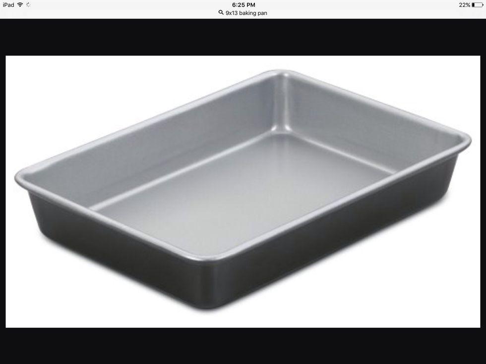 Un plat de cuisson rectangulaire 9x13 est utilisé pour cuire les choses. Je peux l'utiliser pour cuire des choses.