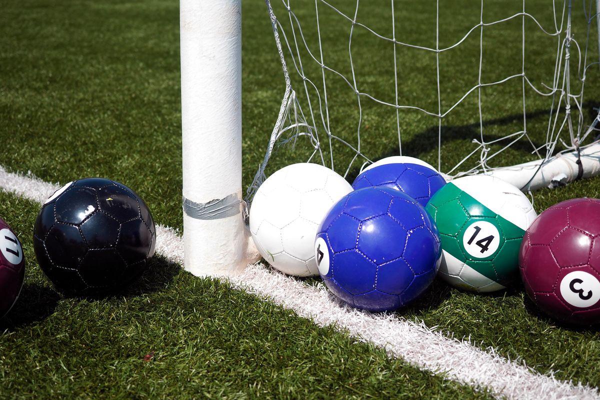 Calcio biliardo, sulle moto o sul sapone: il pallone che non ti aspetti