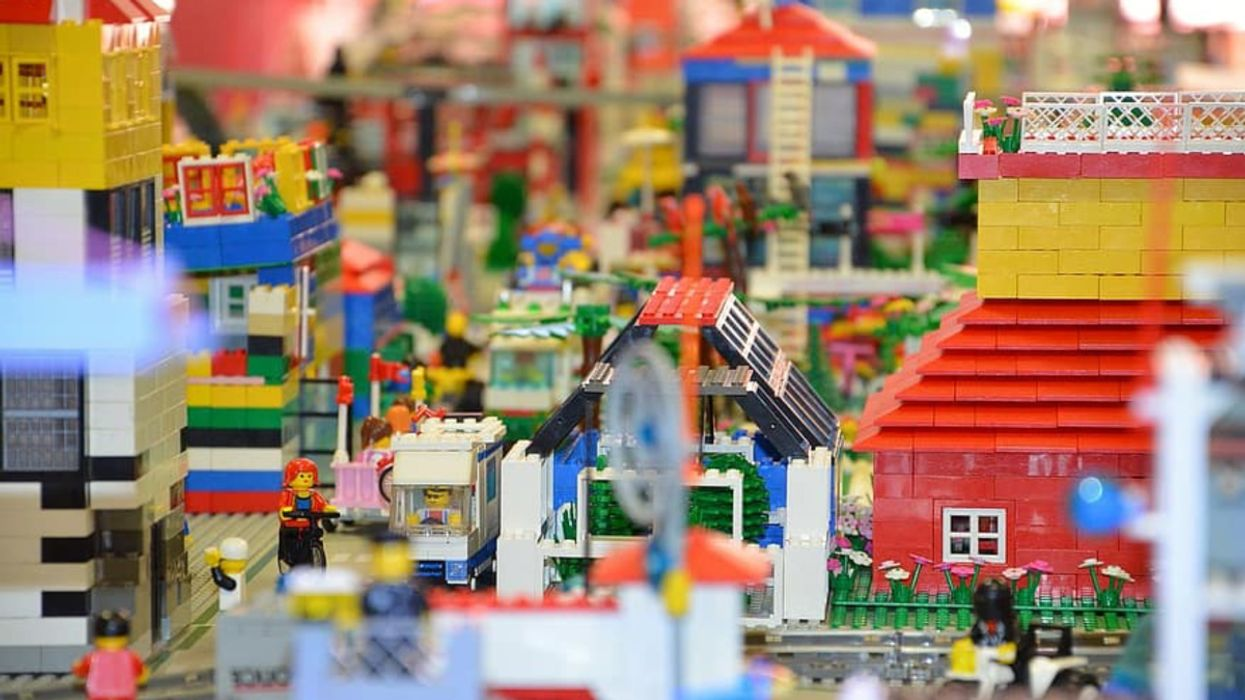 LEGO Plans to Eliminate Single-Use Plastic Following Children's Request
