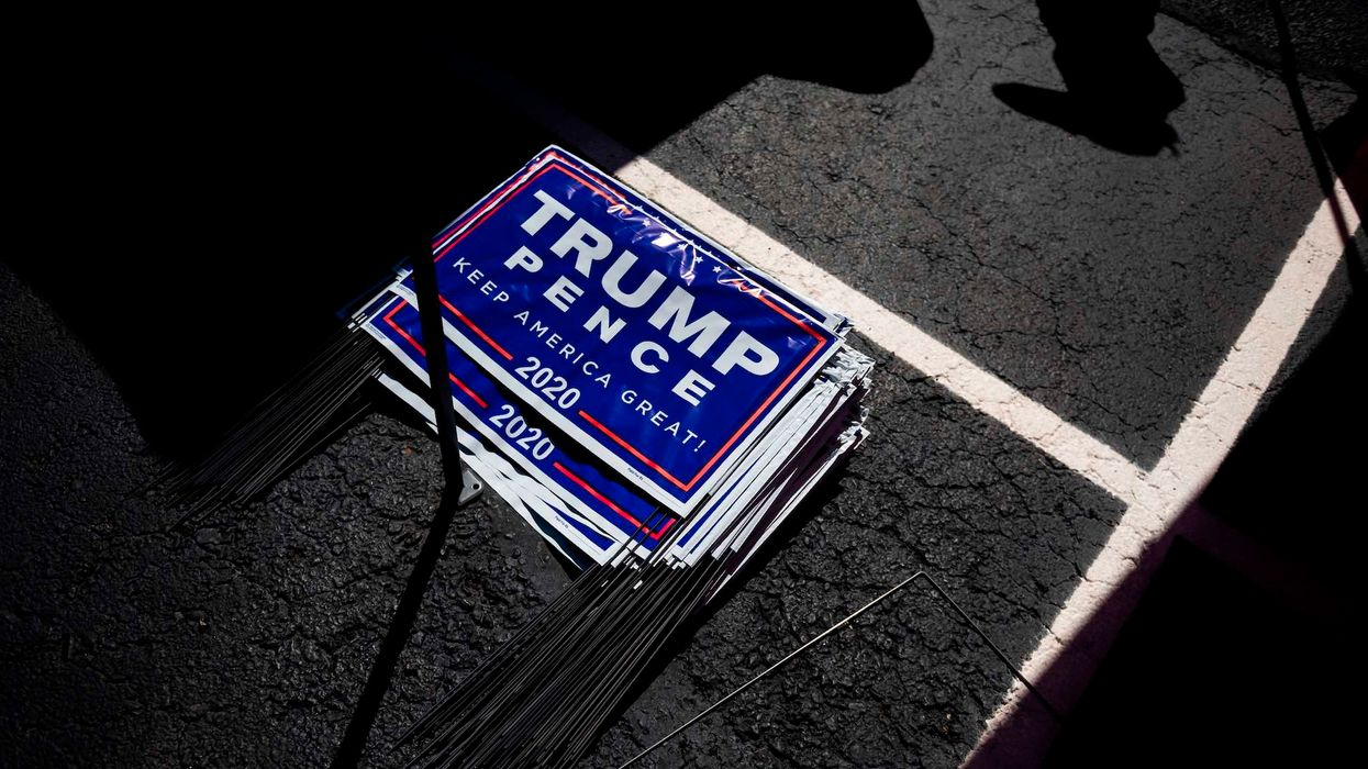 Massachusetts Trump supporter installs electric fence around Trump 2020 signs after thieves keep stealing them