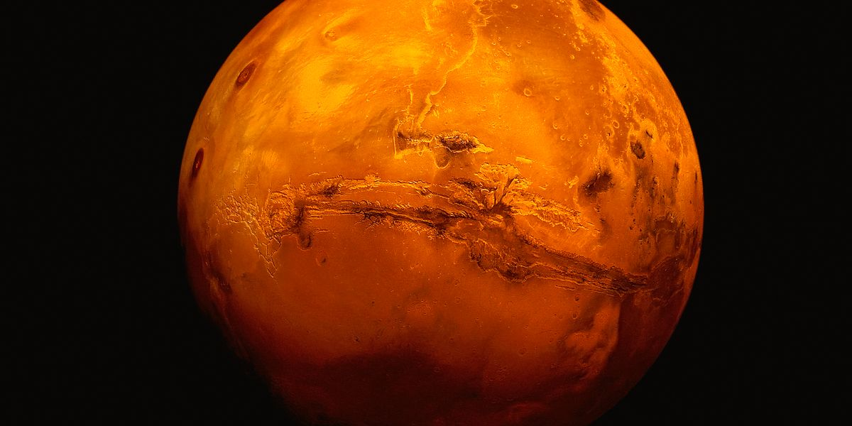 Mars pole may be hiding salty lakes and life, find researchers