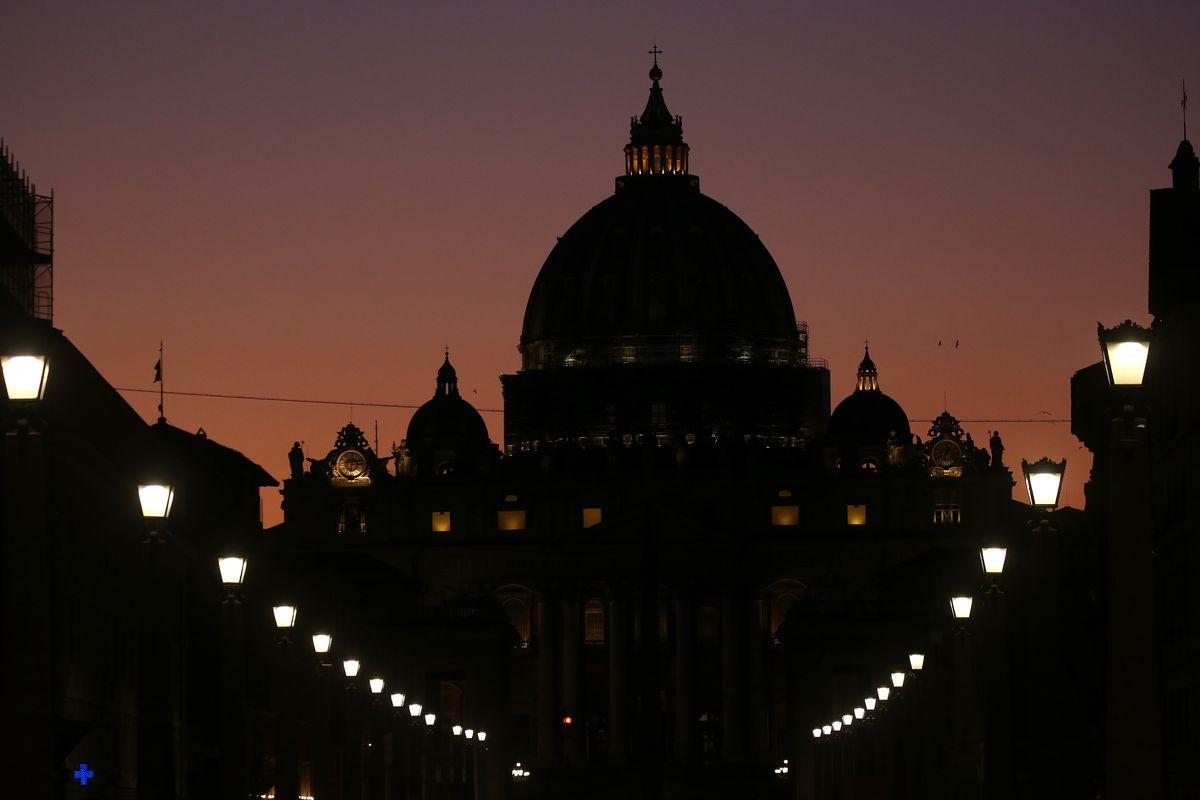 Intrighi in Vaticano, servizi segreti, partiti. La dama del cardinale Becciu vuota il sacco