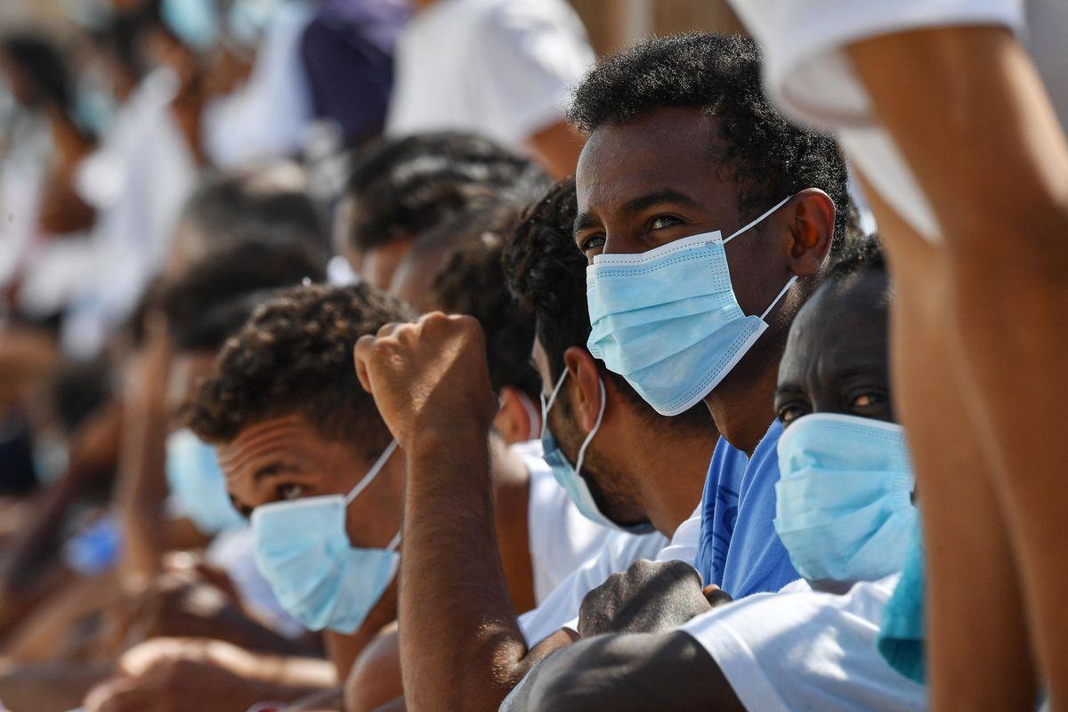 La Caritas plaude alle frontiere aperte e va a battere cassa sui fondi per migranti
