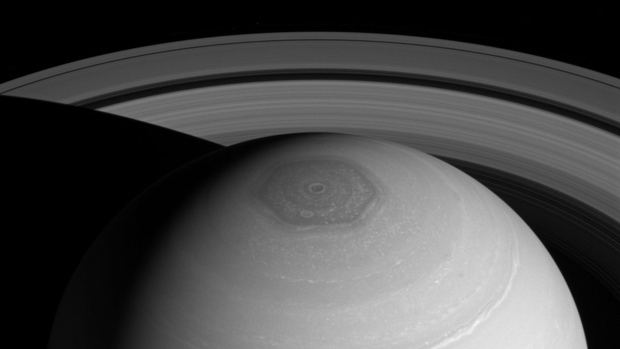 New model explains Saturn's hexagon shaped storm