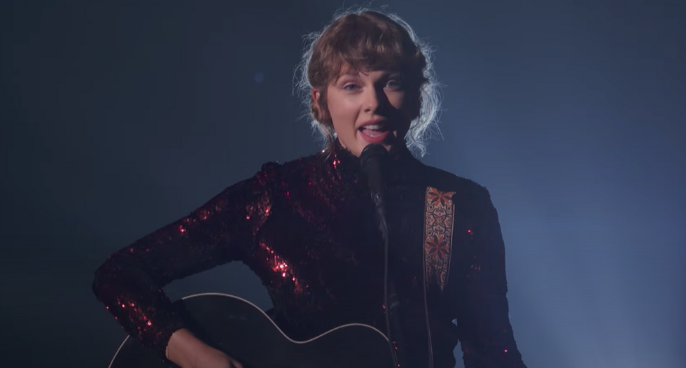 Taylor Swift Sang 'betty' At The ACMs And It Was The Perfect First Live 'folklore' Performance