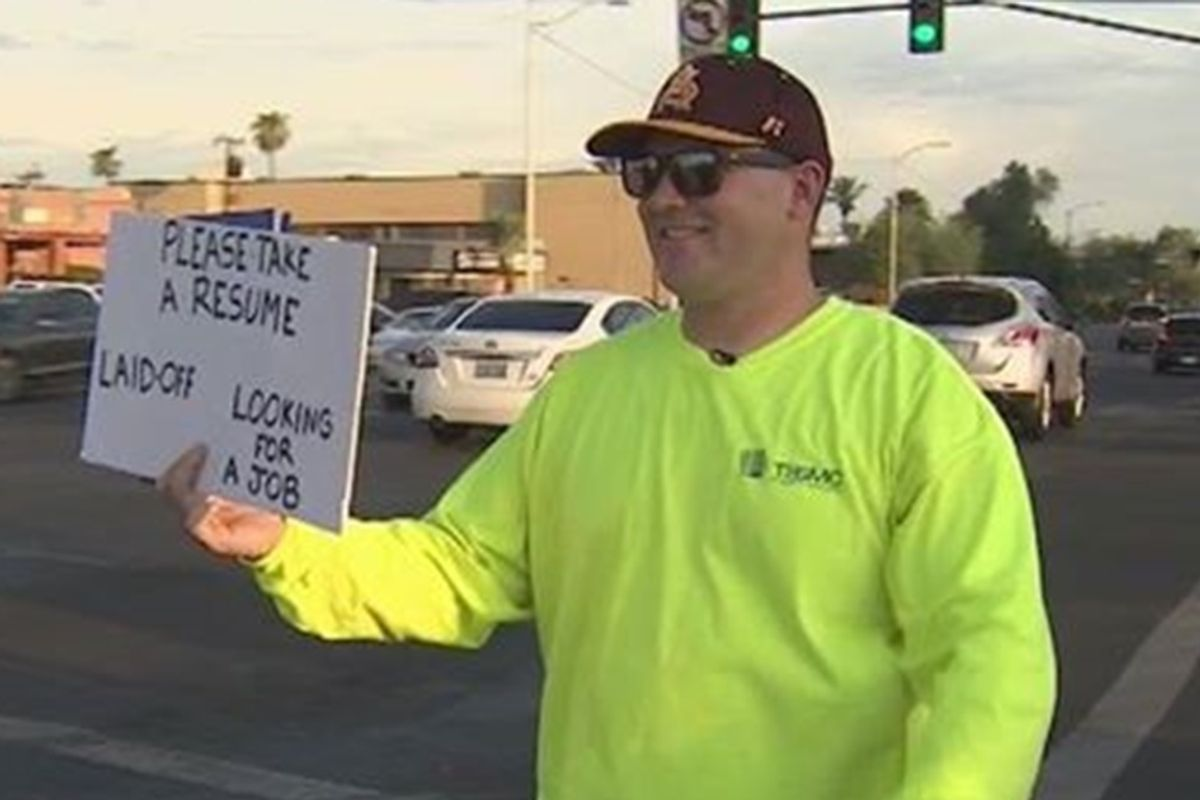 Laid off dad gets a new job after handing out hundreds of resumes to strangers on the street