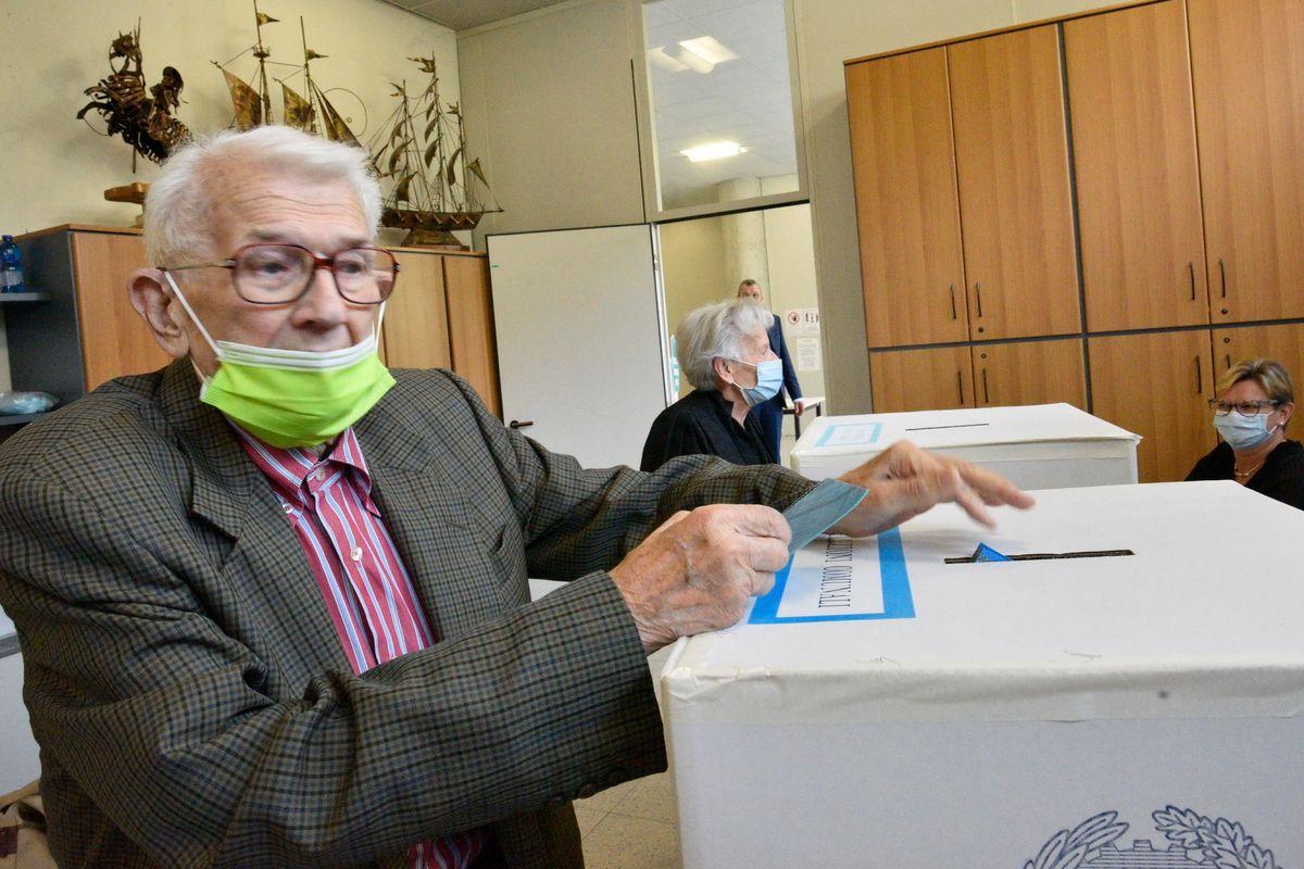 Il Pd fa portare in massa gli anziani ai seggi