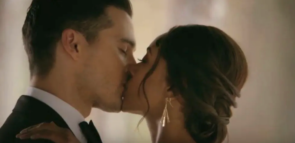 Bonnie and Enzo from The Vampire Diaries kissing