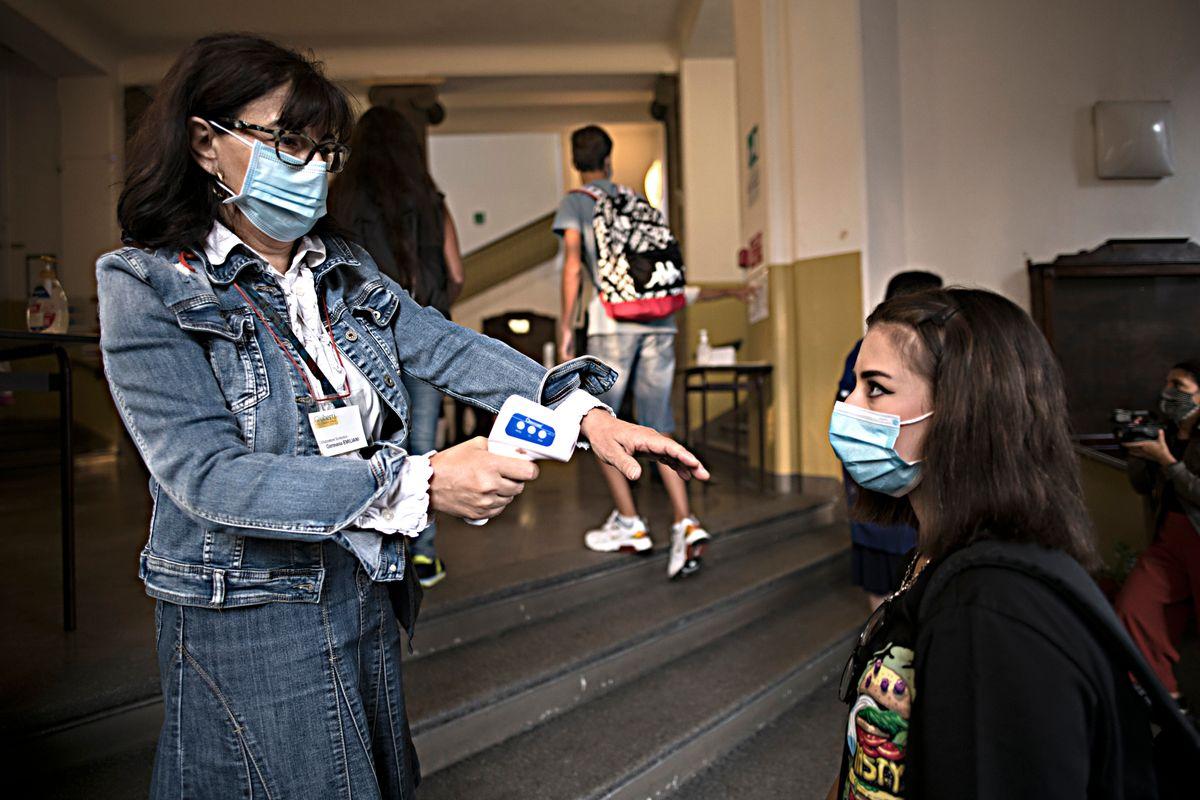 Tra divieti e mascherine per i bimbi stare in classe è diventato un incubo