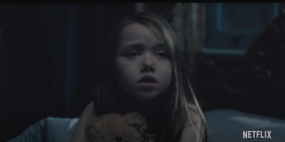 If You Love Scary Movies, You NEED To Watch 'The Haunting Of Hill House' Before Halloween