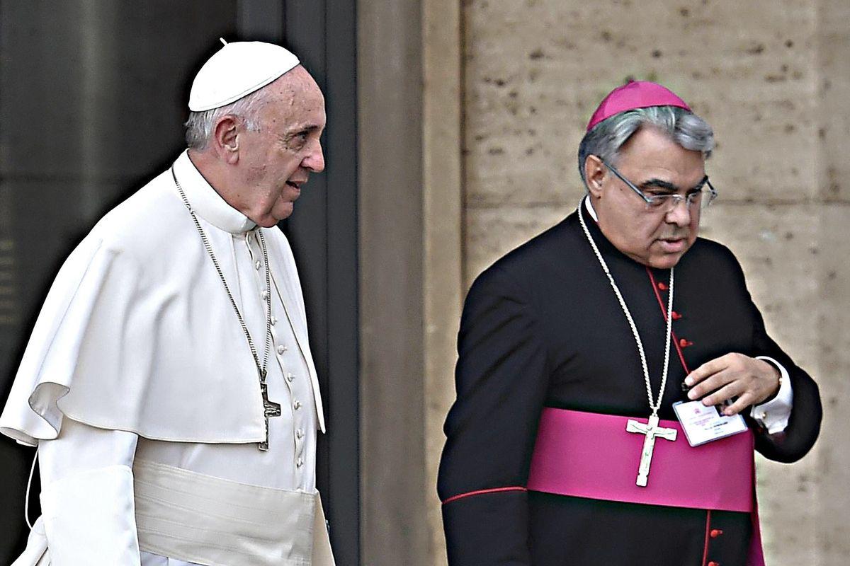Il vescovo pro gay per il dopo Becciu